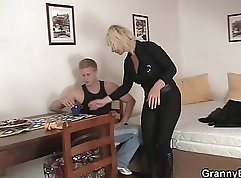 Blonde mature hammered by boyfriend in front of the mirror