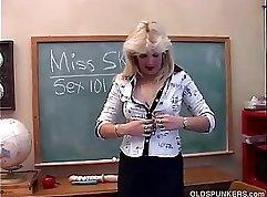 Cougar porn xVideos featuring seductive older ladies that love cock