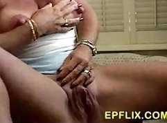 Charming ash-blonde bombshell is geeting pissed on and plowed