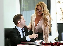 Cum tasting waitress fucks on pop at the office