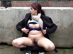 Skillful teen pisses in huge outdoor on the