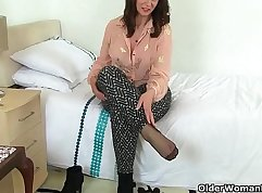 Busty milf invited toe fetishists to lick